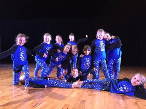 Kids Hip Hop team group photo